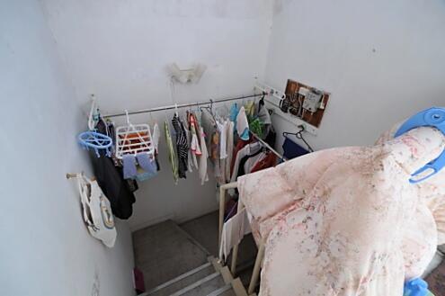 屋上に繋がる階段は洗濯物干し場としても使われてい... 5F other タマゴのからの全ての写